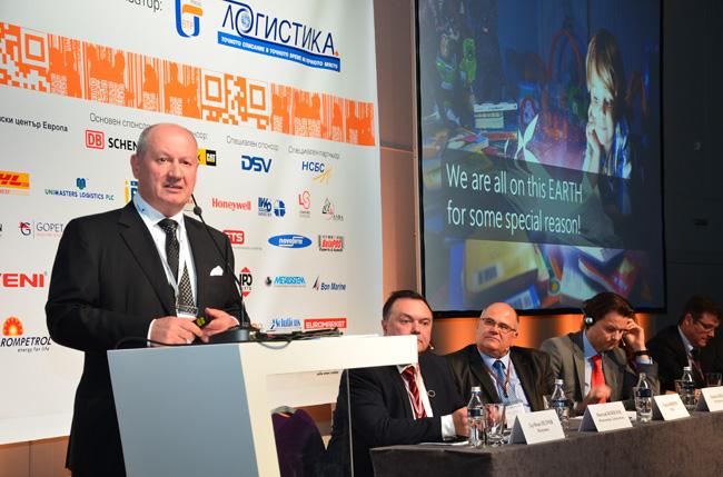 Николай Божилов, председател на Съвета на директорите на Юнимастър Лоджистикс, отведе участници на пътешествие в бъдещето на логистиката